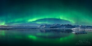 Aurora in the Jökulsárlón lagoon