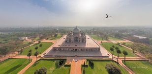 Delhi. Humayun's Tomb in the foggy morning