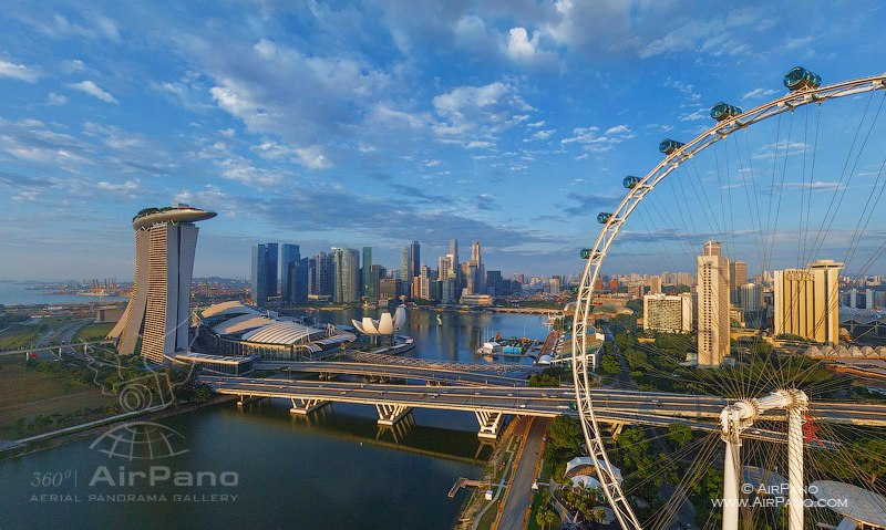 Singapore Flyer - the highest Ferris wheel in the world (165 m)