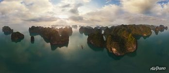 Sunrise at Halong bay, Vietnam