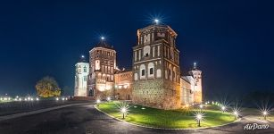 Night lights of Mir Castle