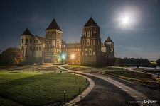 Mir Castle at night
